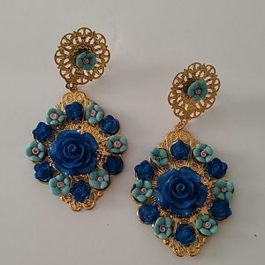 Blue flower dangle earrings new with tags